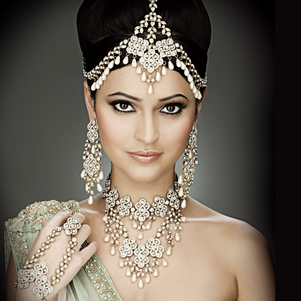Bridal-Headpiece-From-Aaina-Bridal