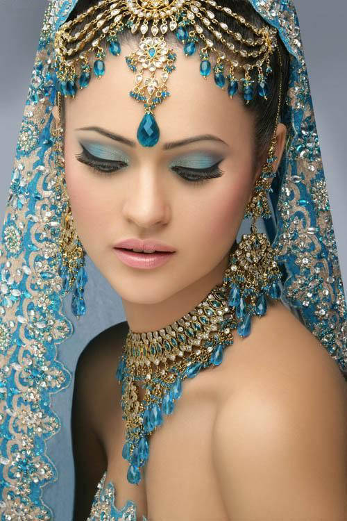 indian-bridal-with-makeup-and-heavy-jewelry-91