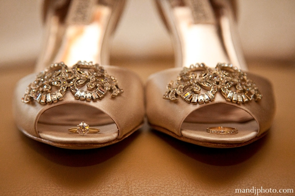 indian-wedding-bridal-shoes-gold