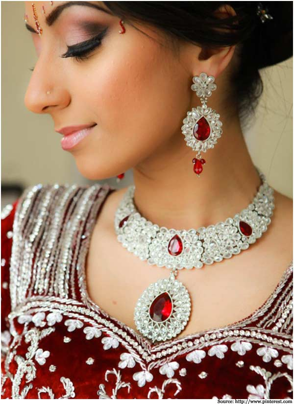 red-indian-wedding-bridal-jewelry