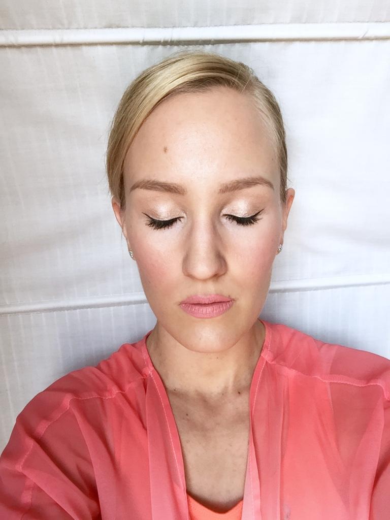 Coral makeup look