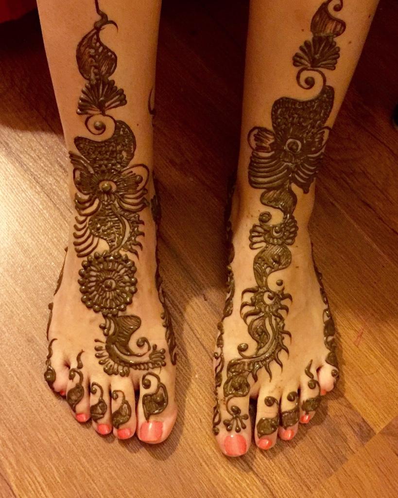 henna tattoo feet