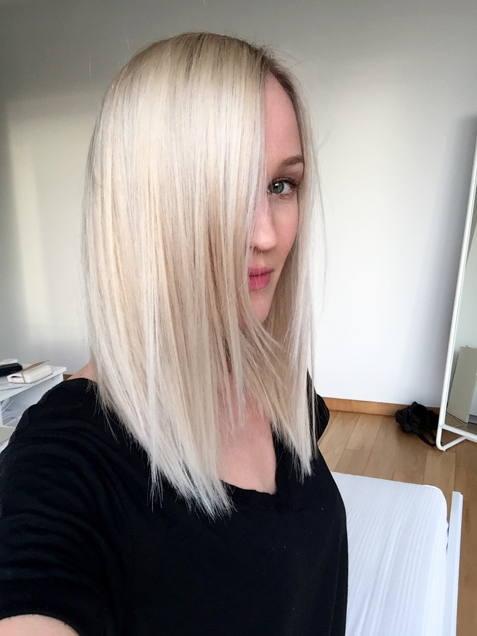 Blonde bomb for Bomb hair salon