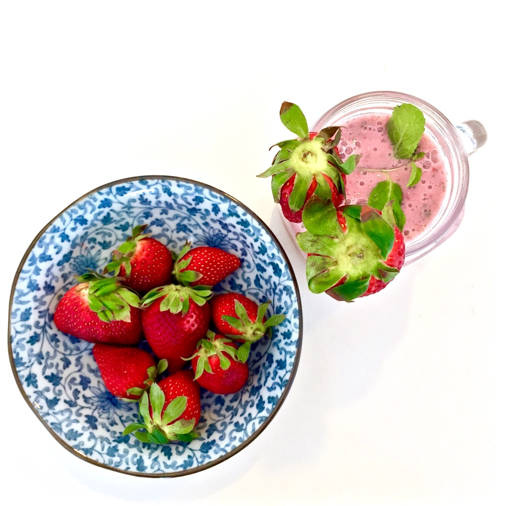 Healthy Chia-Raspberry-mint smoothie recipe